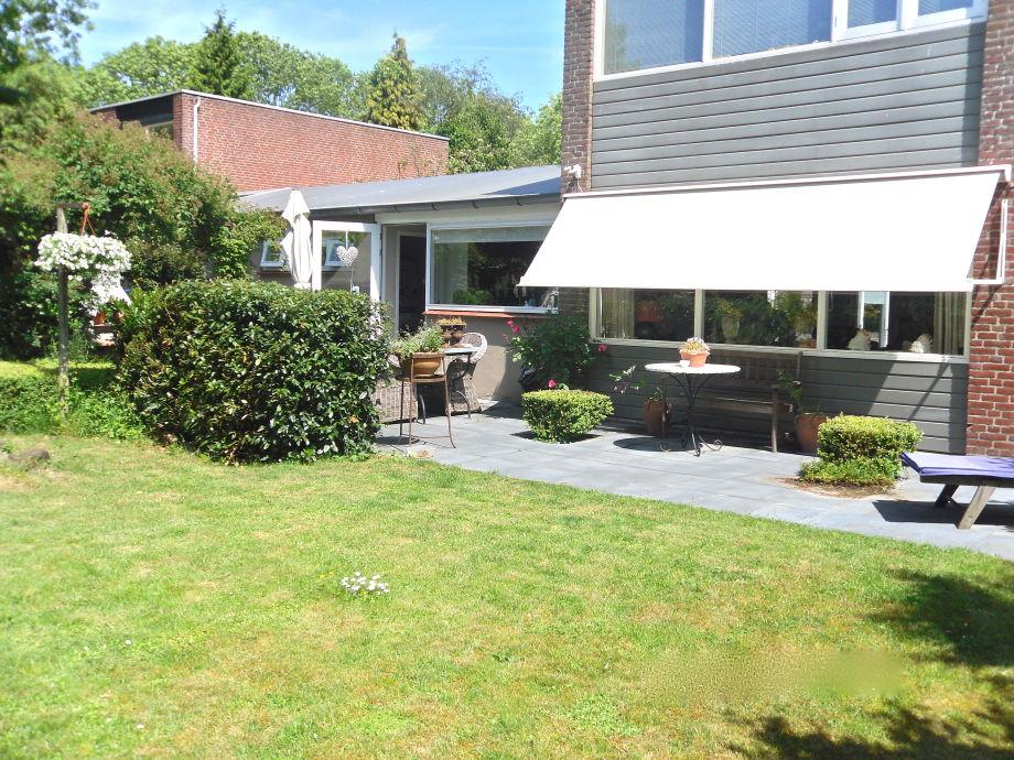 Garten und Terrasse der Villa Clematis