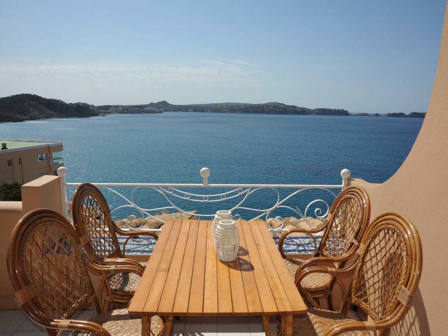 Terrasse mit Panoramablick auf das Meer