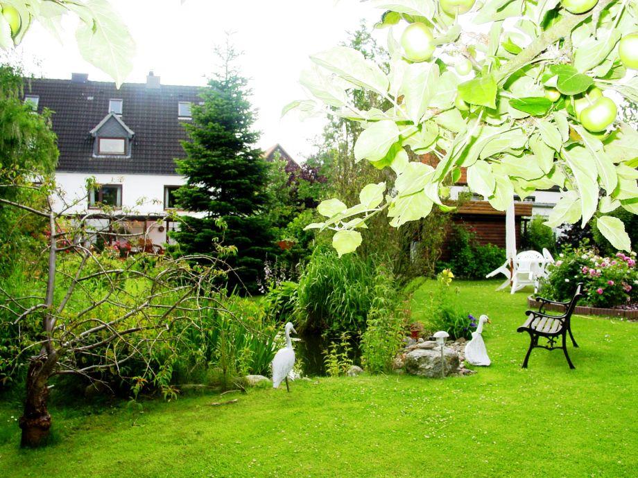 Garten mit Blich auf die Ferienwohnung