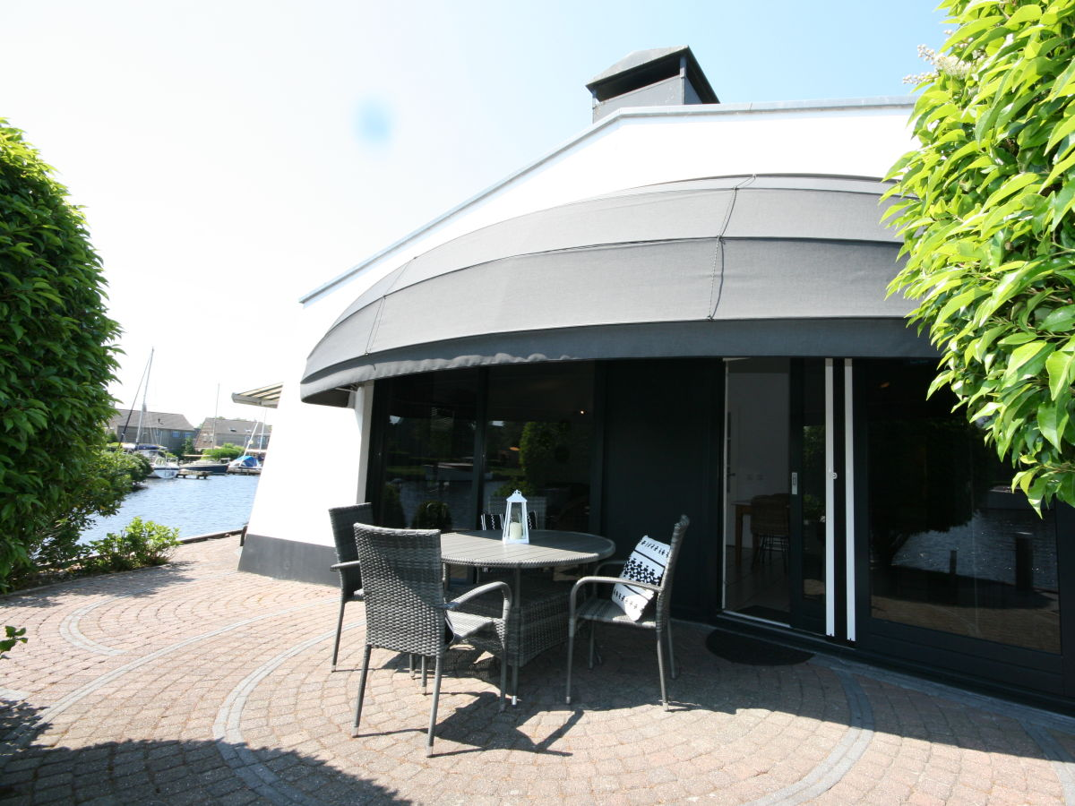 bungalow de luxe ijsselmeer lemmer firma aqua state ferienwohnungen frau nina goudberg. Black Bedroom Furniture Sets. Home Design Ideas