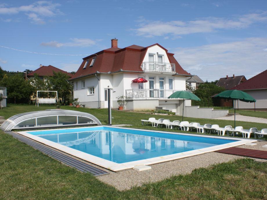 Aussen mit Pool
