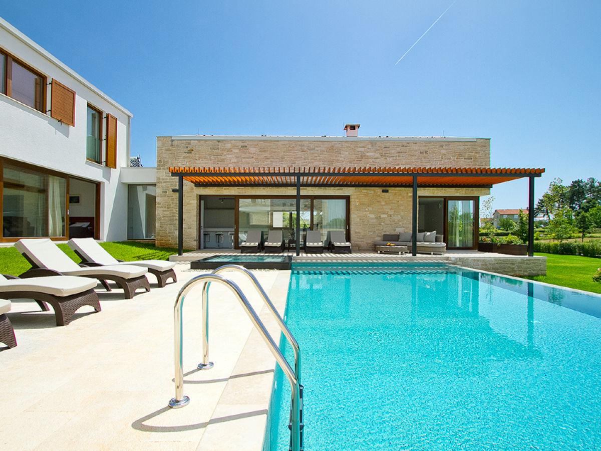 Villa terra rossa central istria sveti petar u sumi for Villas with infinity pools