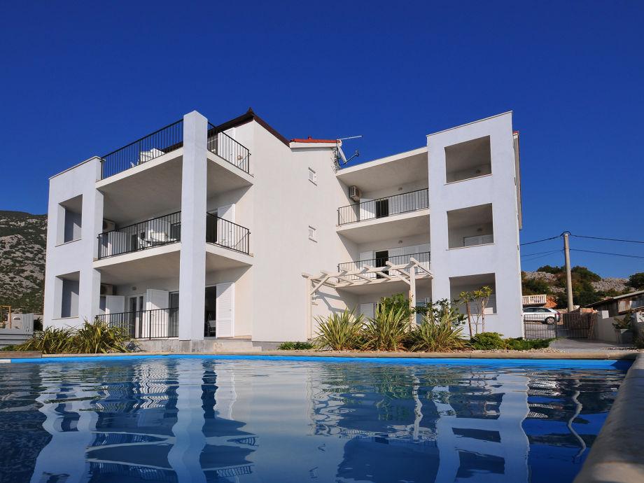 Ferienhaus Roberto - mit Pool und Blick auf das Meer