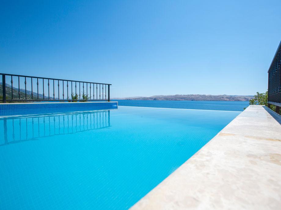 Ferienhaus Matea  - mit Pool und Blick auf das Meer