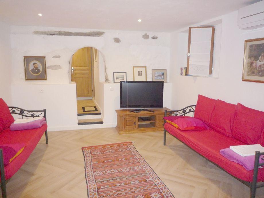 La Cave living room