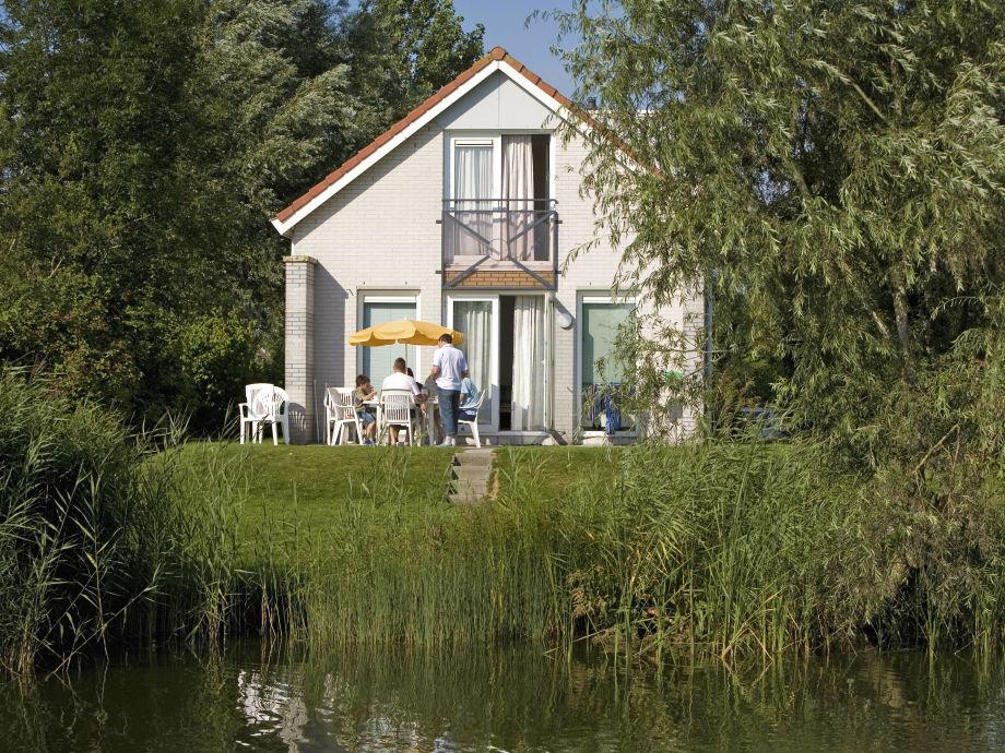 Das Ferienhaus Solo liegt ideal am Wasser