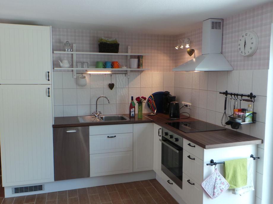 Neue, gut ausgestattete Küchenzeile mit Geschirrspüler