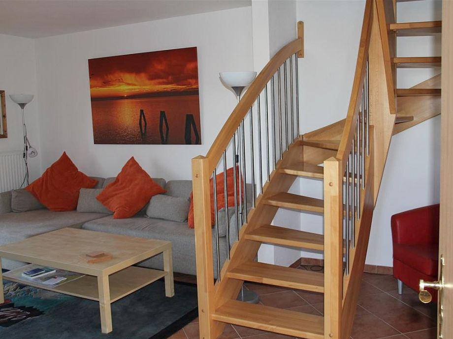 Wohnzimmer in freundlichen Farben