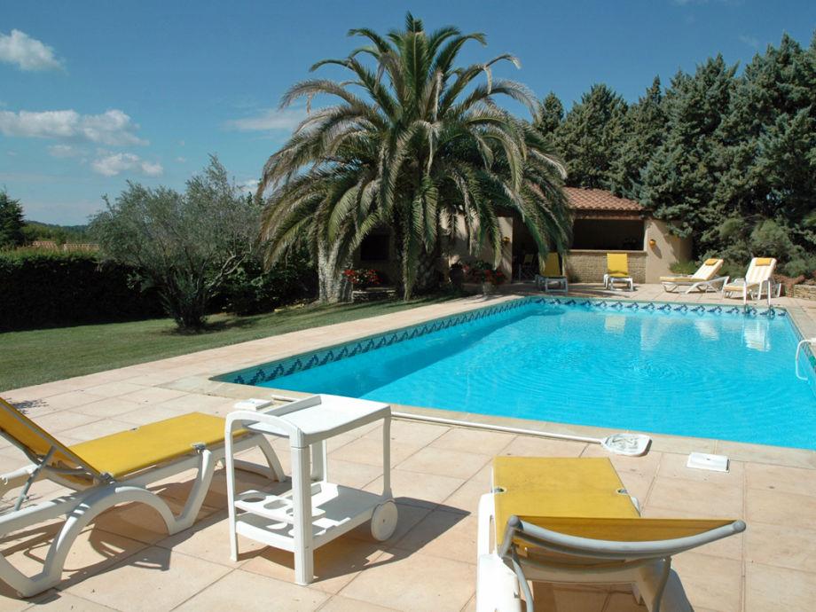 Entspannen am Pool mit Terrasse