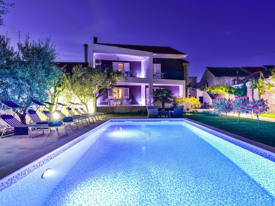 Außenaufnahme Holiday Vila 1 (6+3) with large pool, near the Sea