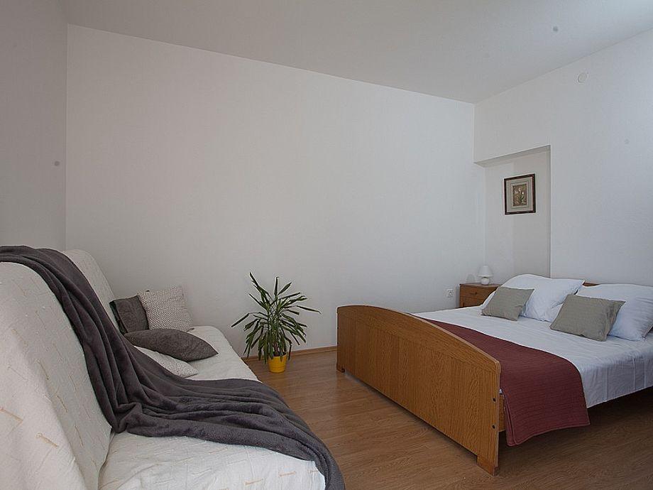 Schlafzimmer mit Sitzgelegenheit