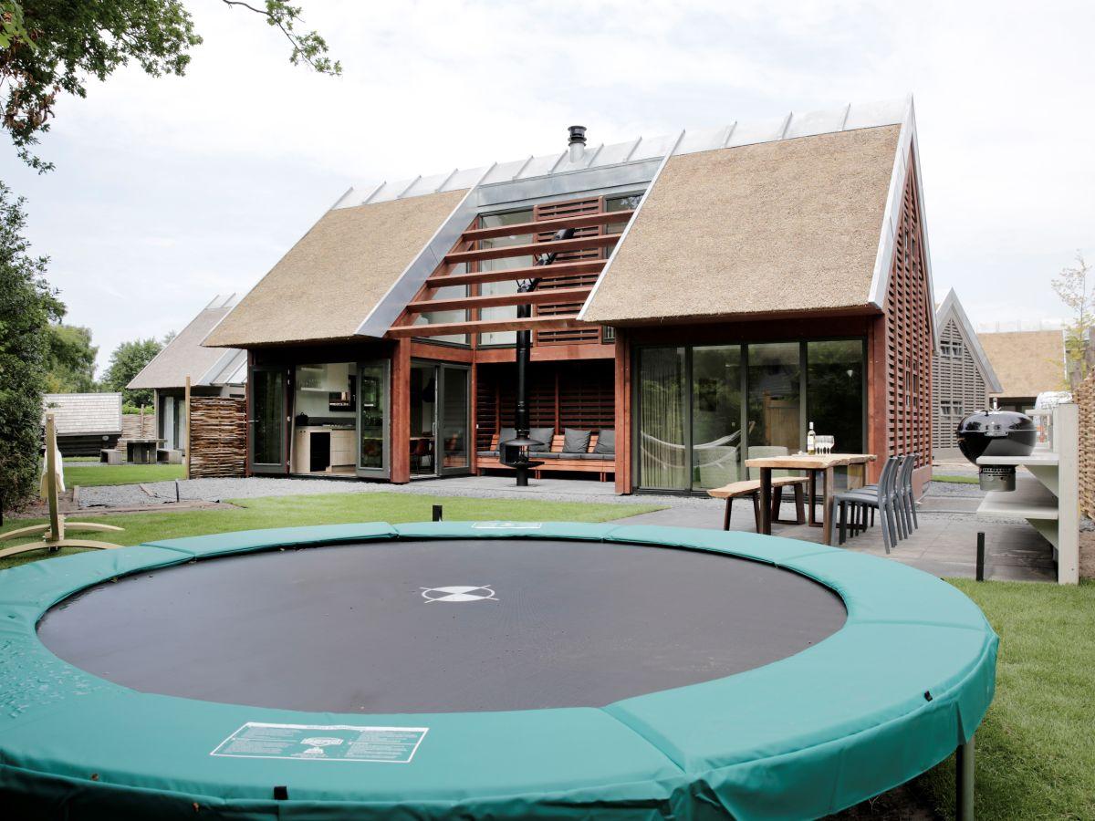 trampolin im garten ferienwohnung in meyenburg prignitz meyenburg firma ferienwohnung mit. Black Bedroom Furniture Sets. Home Design Ideas