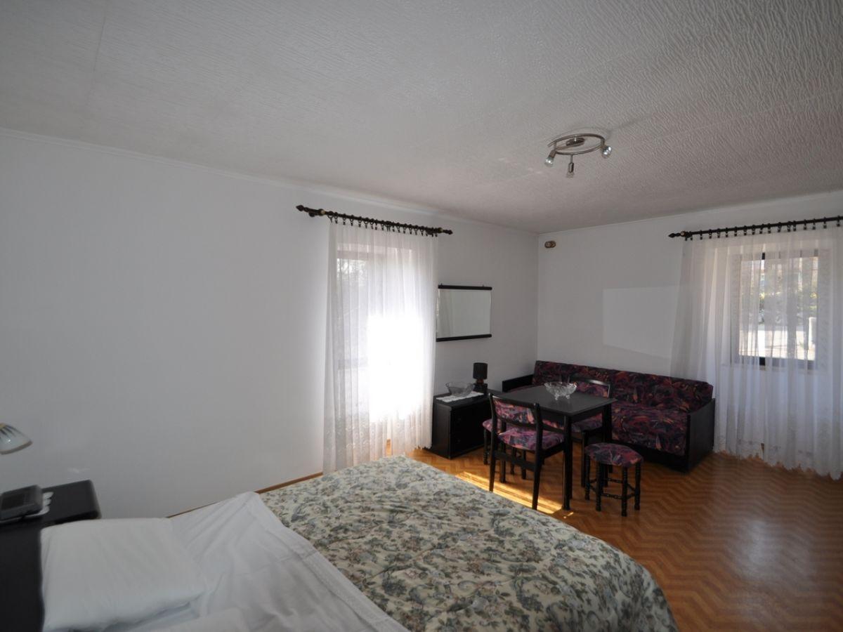 ferienwohnung sara mit sch nem garten vrbnik firma mare tours frau matilda braut. Black Bedroom Furniture Sets. Home Design Ideas