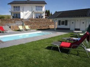 ferienh user ferienwohnungen mit pool in der eifel. Black Bedroom Furniture Sets. Home Design Ideas