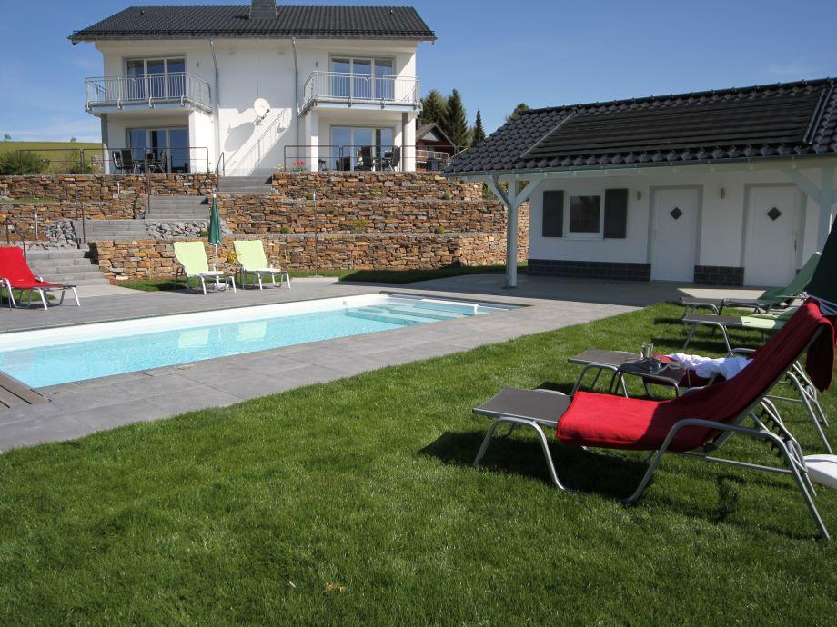 Sonnenterrasse mit beheiztem Pool