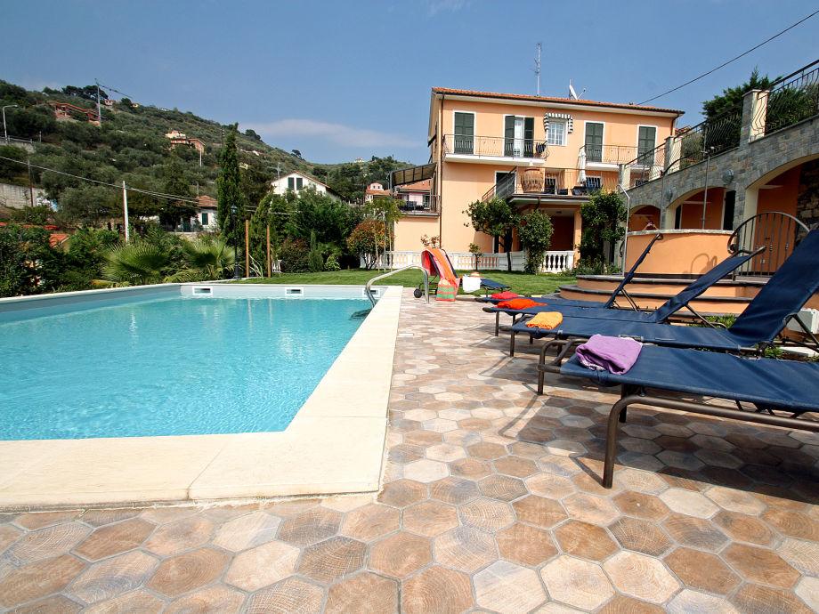Poolbereich der Villa Palmira