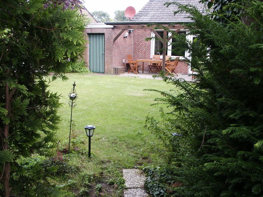 Blick übers Gartentörchen