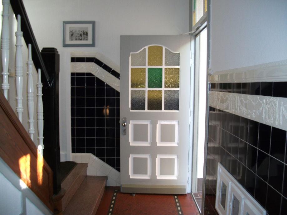 Herzlich Willkommen (Treppenhauseingang)