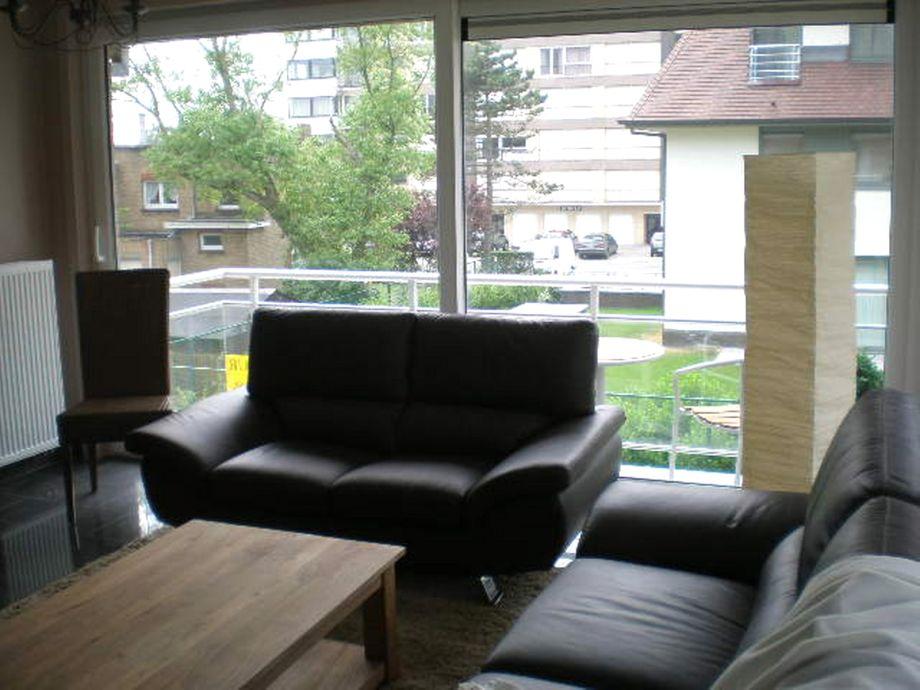Die moderne couchgarnitur im wohnzimmer
