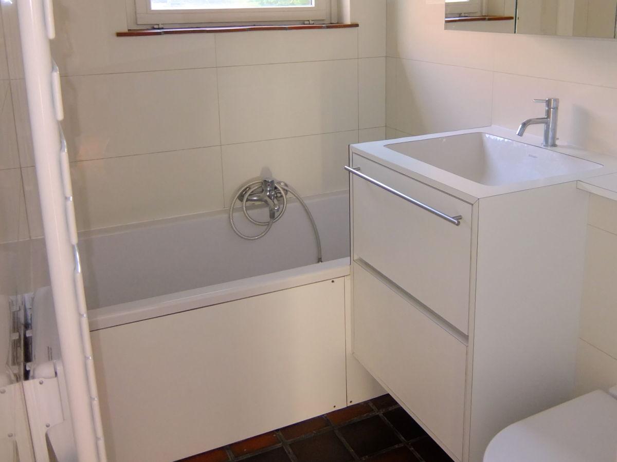 waschbecken fr badewanne bett mit badewanne waschbecken. Black Bedroom Furniture Sets. Home Design Ideas