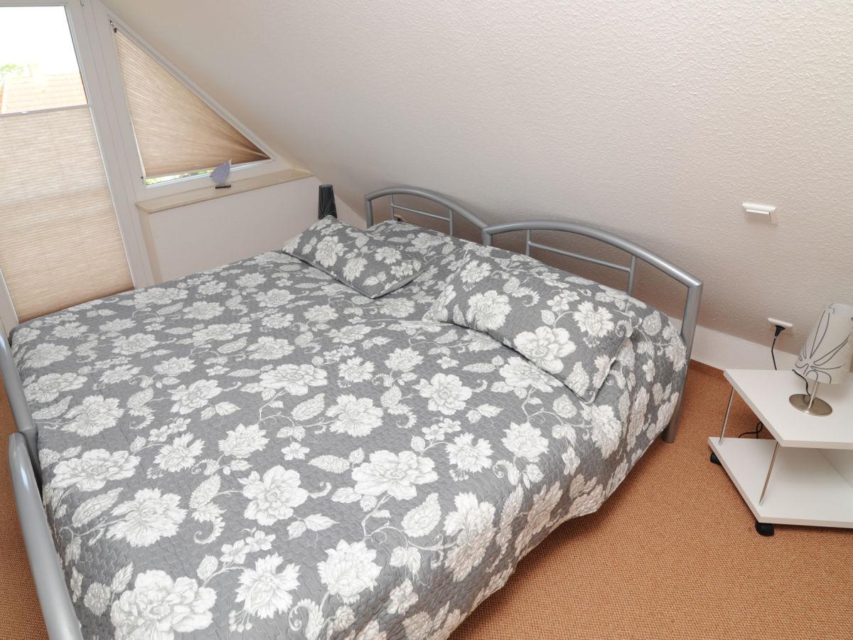 Ferienhaus nordseesonne nordsee ostfriesland greetsiel frau erika kreutz - Dachgeschoss schlafzimmer ...