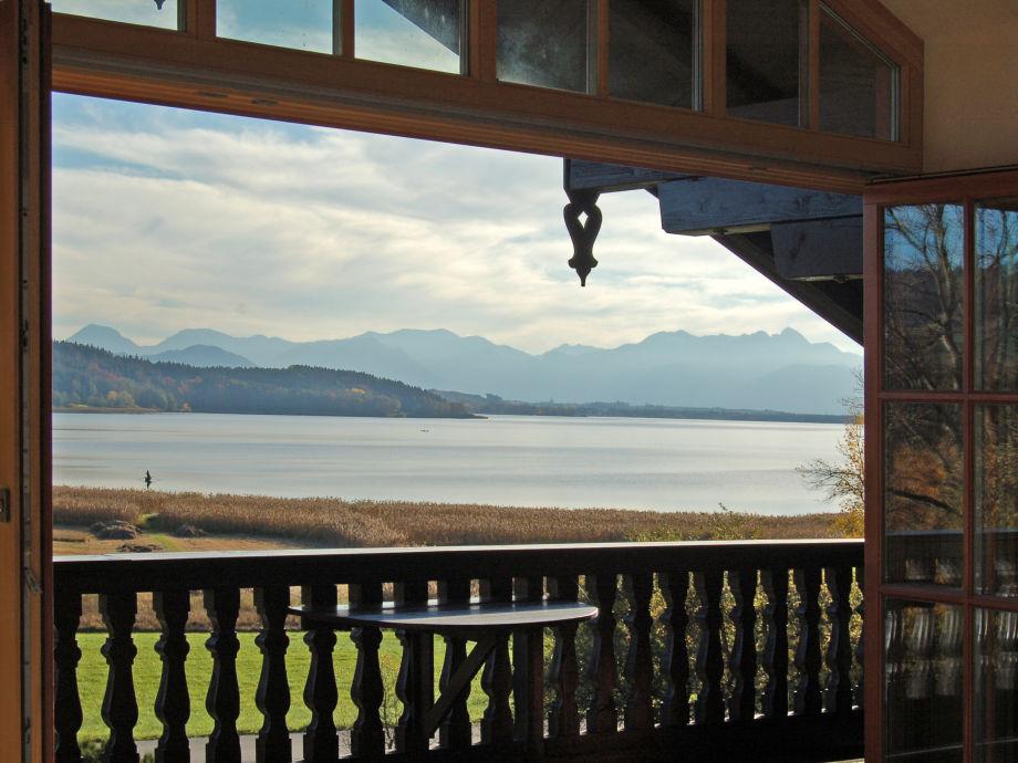 Blick von der Ferienwohnung auf See und Berge