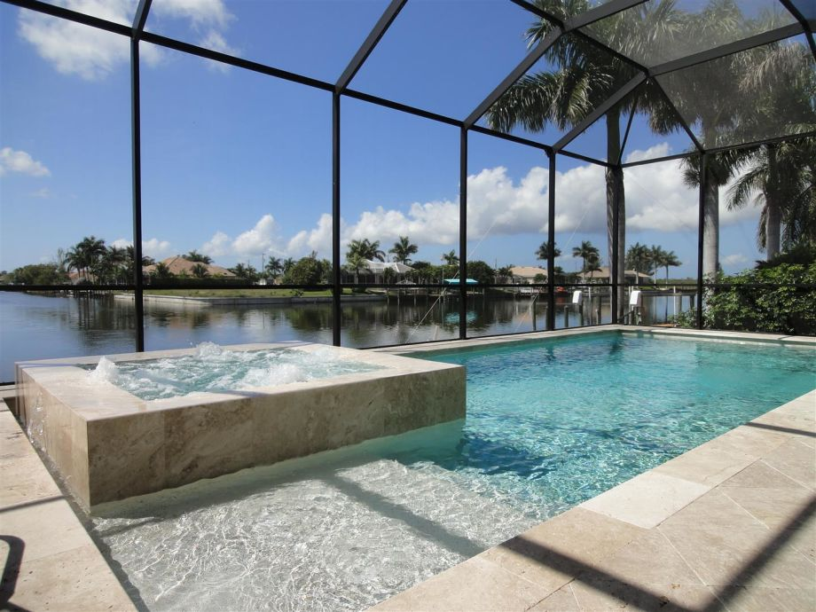 Pool & Spa - was für ein Ausblick...