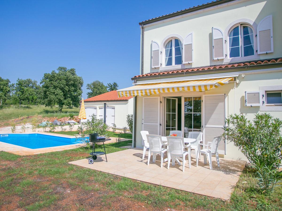 Ferienhaus bella vista istrien kroatien firma euro for Haus mit garten