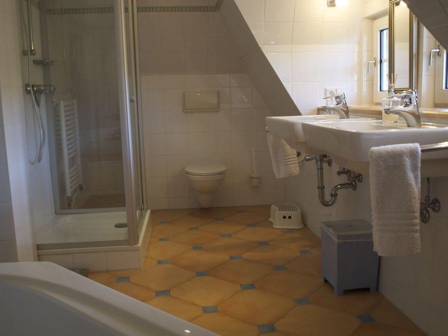 Ferienhaus haus pauly nordfriesische inseln h rnum odde for Dusche dachgeschoss