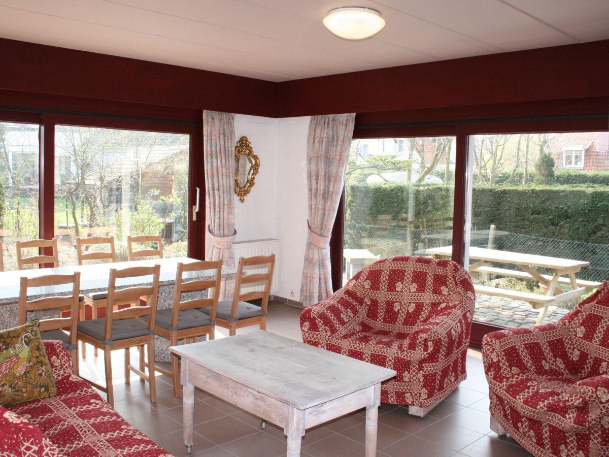 Das Wohnzimmer Mit Sesseln Und Esstisch Couch Nur
