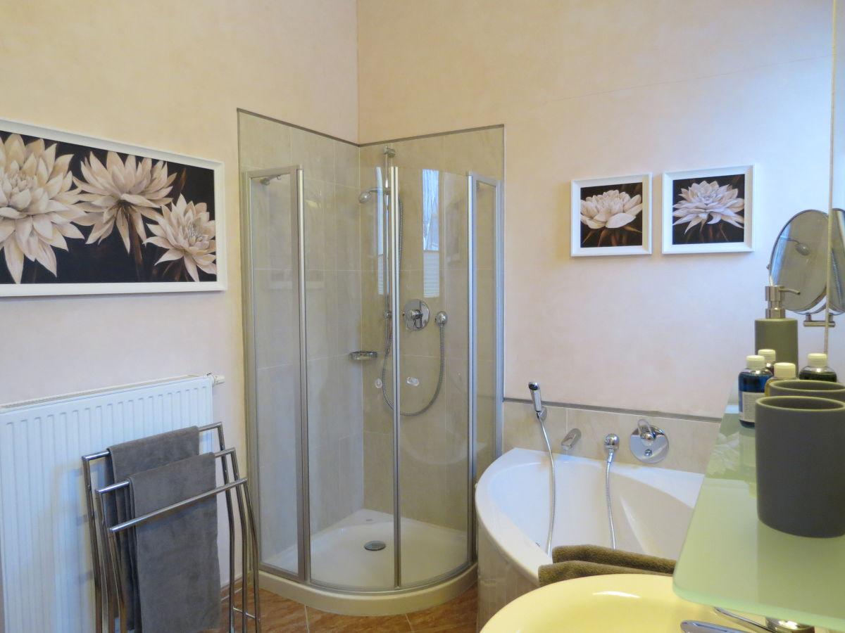 badezimmer dusche und wanne raum und m beldesign inspiration. Black Bedroom Furniture Sets. Home Design Ideas