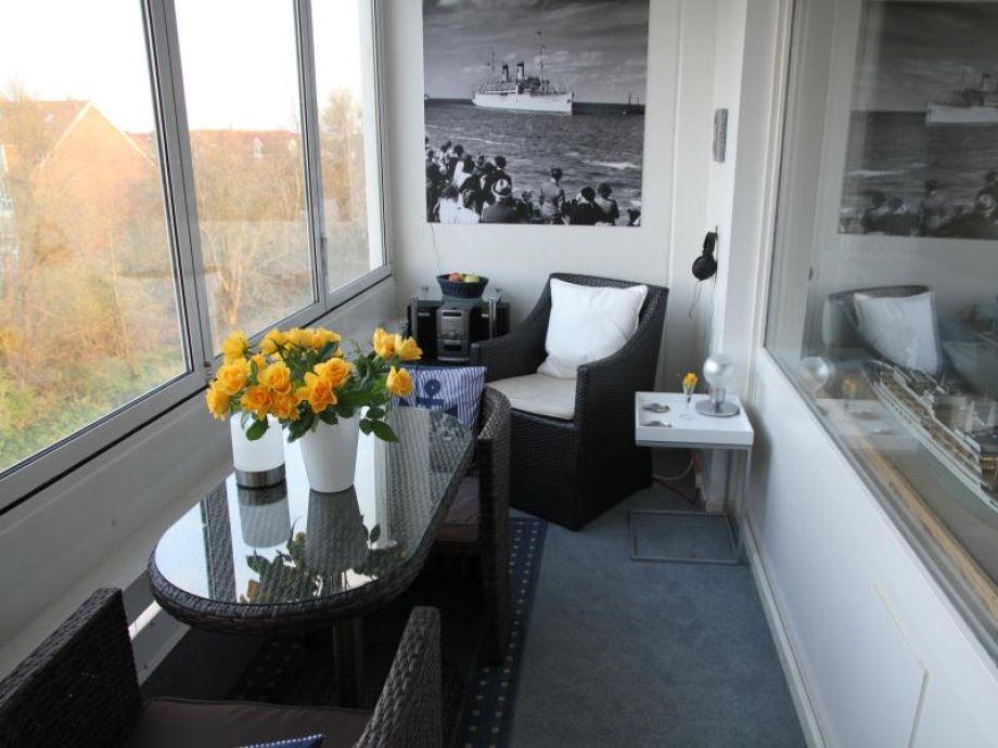 Gemütliche Sitzecke bietet die Loggia