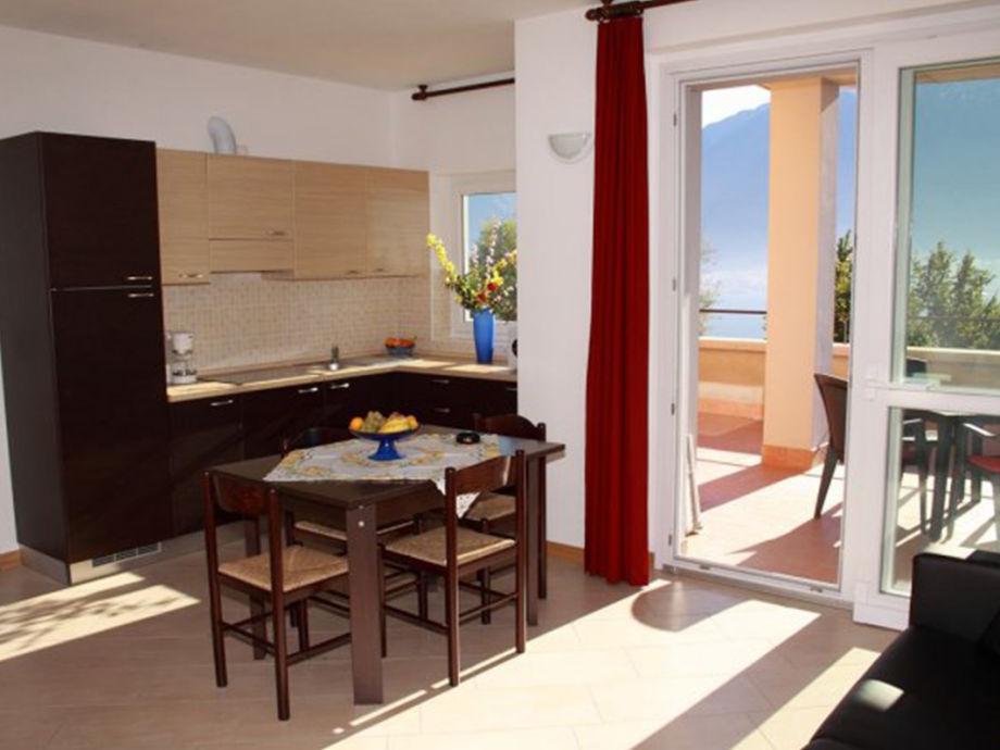 Die Wohnküche mit Aussicht auf den Comer See