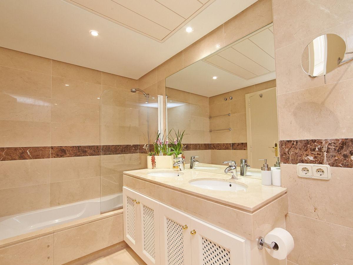 ferienwohnung penthouse marbella andalusien frau beatrice steinh rster. Black Bedroom Furniture Sets. Home Design Ideas