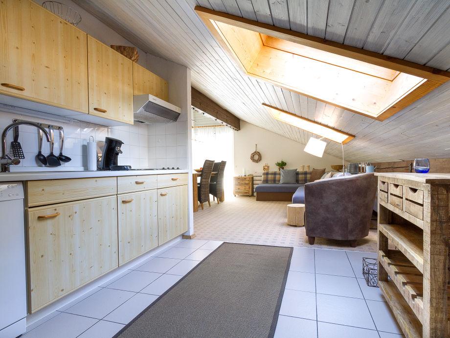 Wohn- und Essbereich mit schöner Küche