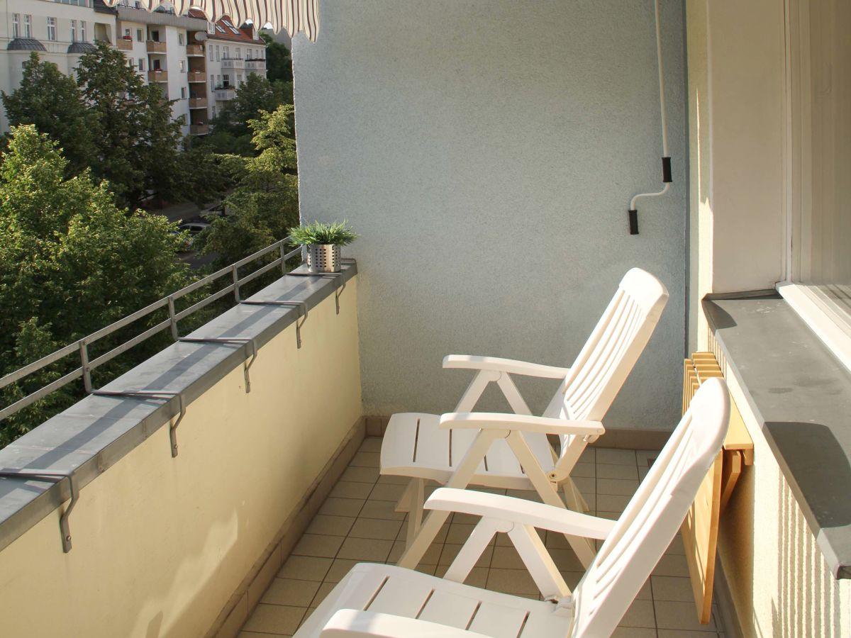 Apartment 39ambiente in berlin39 modernes wohnen auf zeit for Markise balkon mit tapeten modernes wohnen