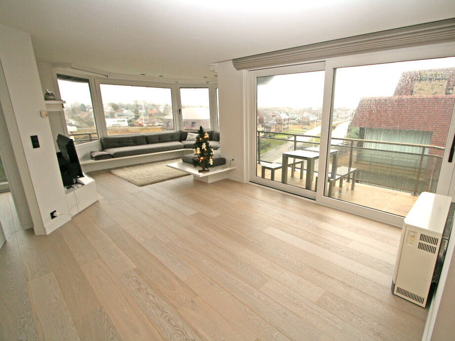 Das große Wohnzimmer mit Terrasse