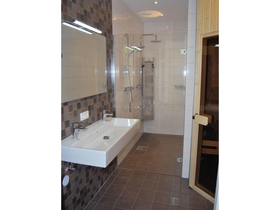 Luxus Badezimmer Wei Mit Sauna ~ Interieurs Entwerfen Inspiration ... Luxus Badezimmer Mit Sauna