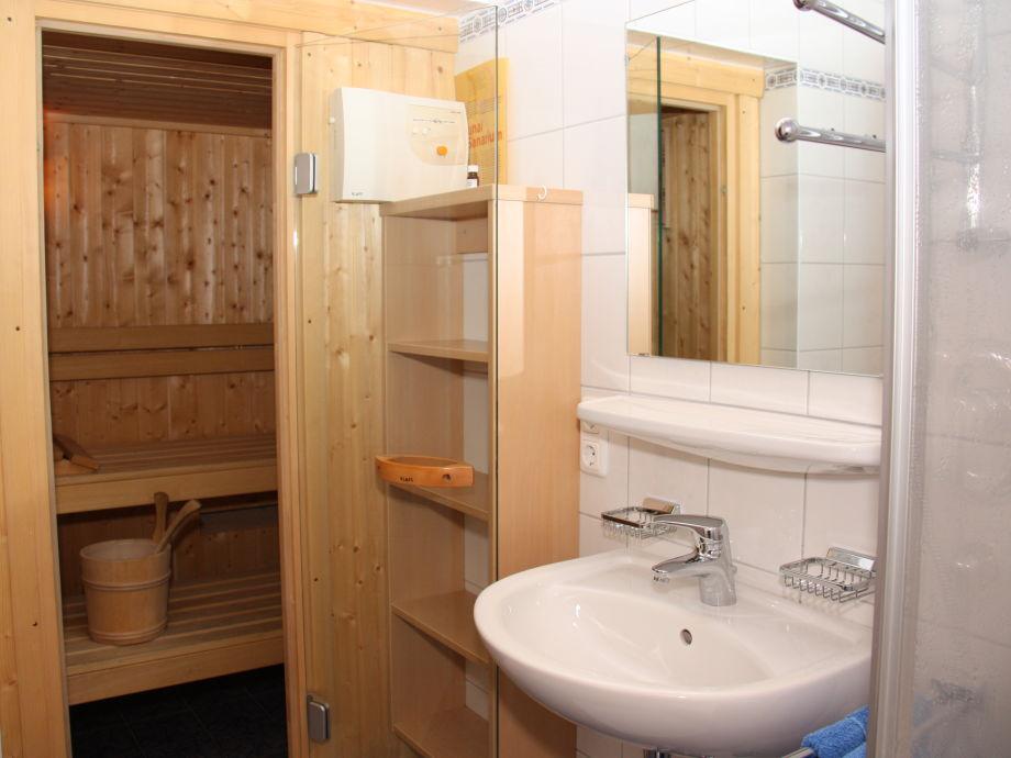 bad mit sauna kreative bilder f r zu hause design inspiration. Black Bedroom Furniture Sets. Home Design Ideas