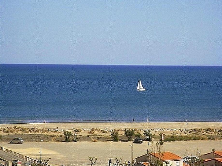 Außenaufnahme mit Panoramablick über das Meer