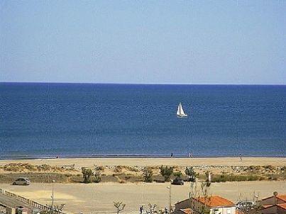 mit Panoramablick über das Meer