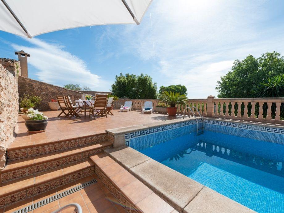 Pool mit Terrasse und Essplatz