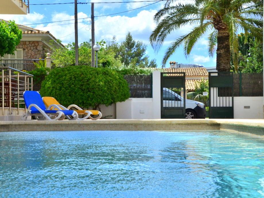 Ferienwohnung links mit Gemeinschaftspool