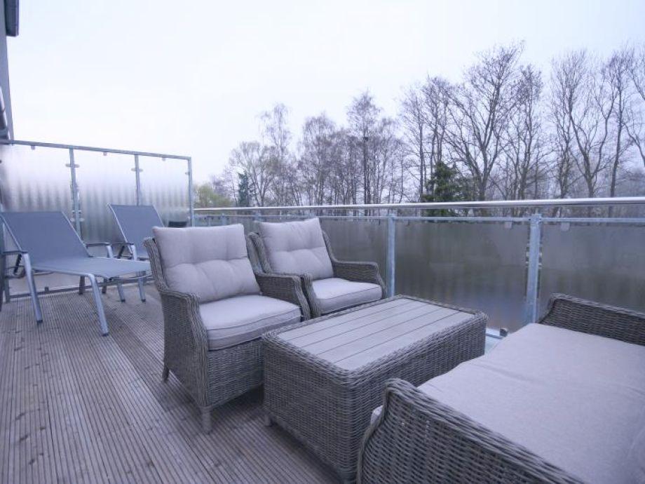 Hochwertiger und möblierter Balkon