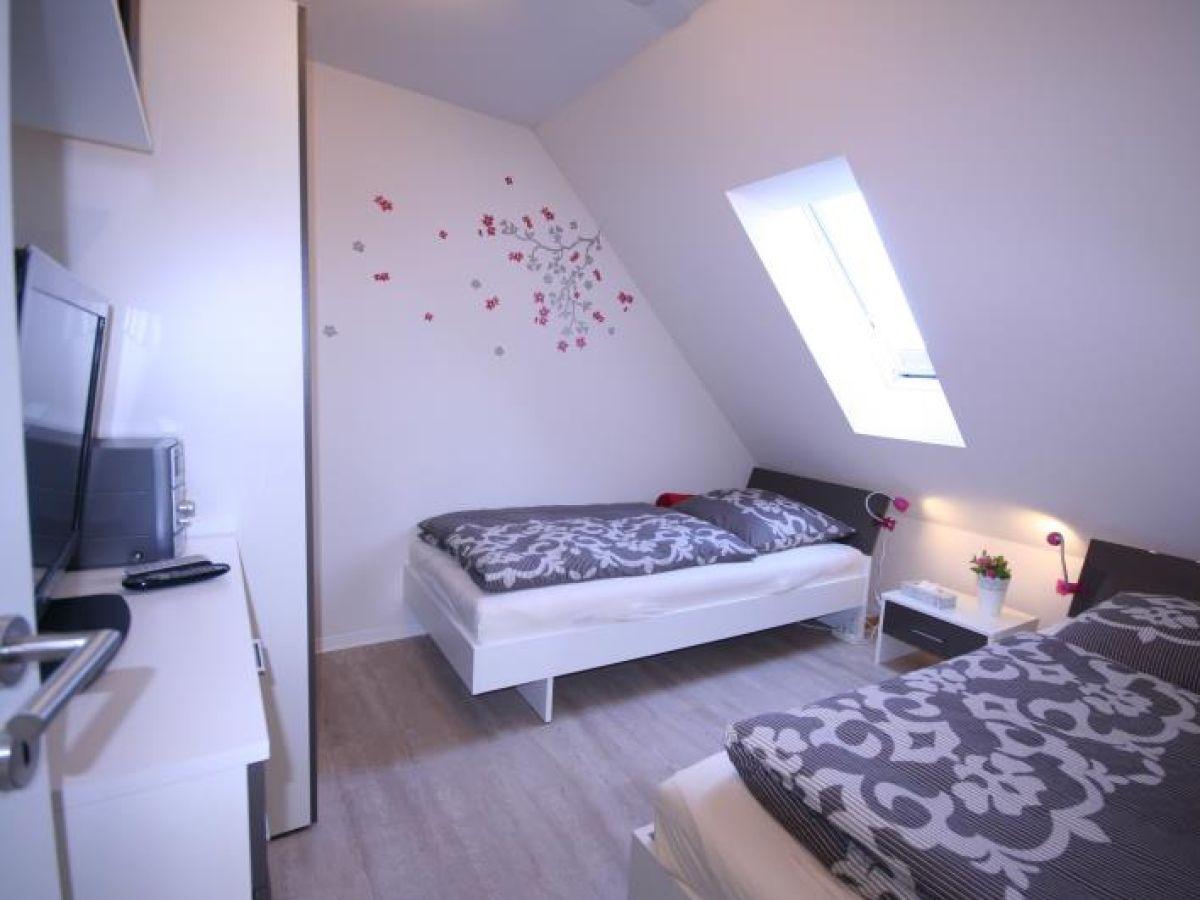 Ferienwohnung pina ostsee l becker bucht scharbeutz for Moderne einzelbetten