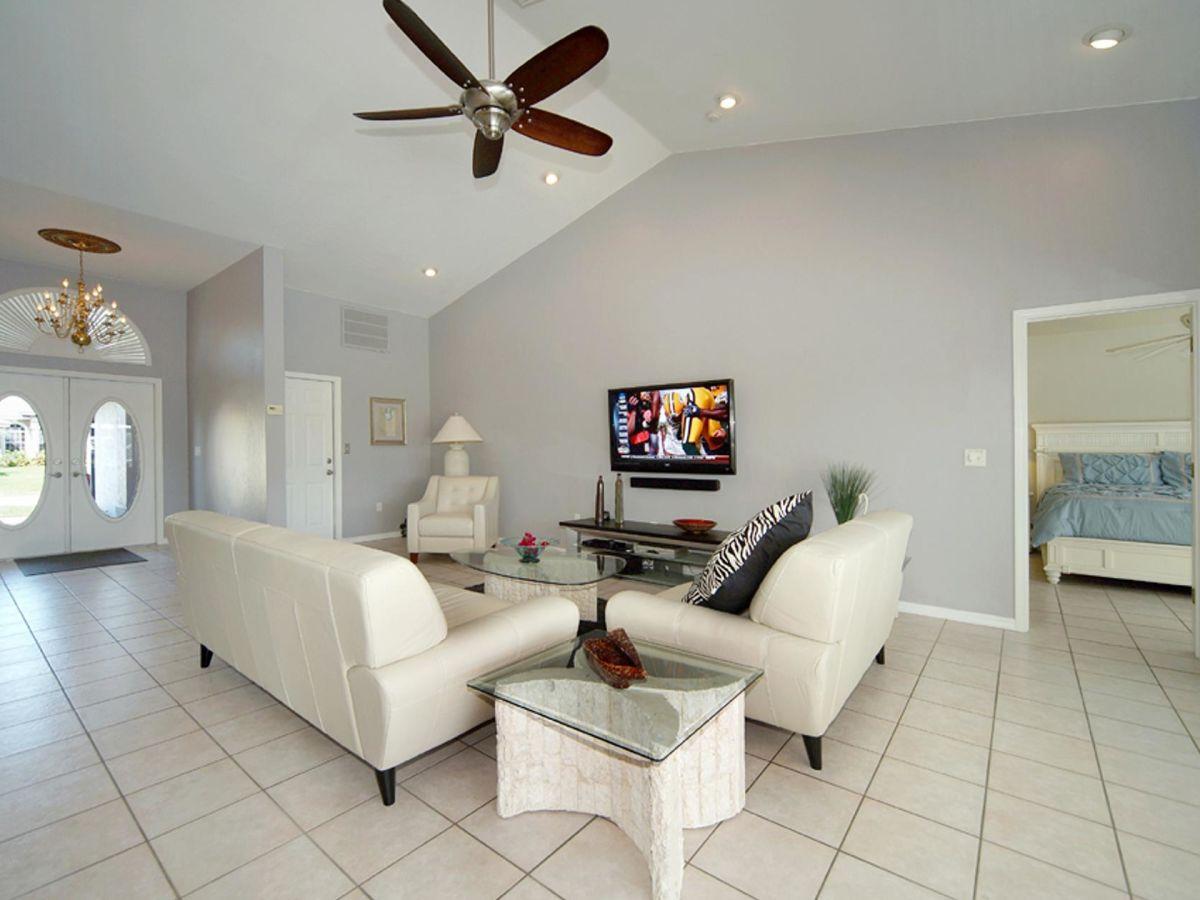 villa sunrise golf von mexiko florida cape coral frau. Black Bedroom Furniture Sets. Home Design Ideas