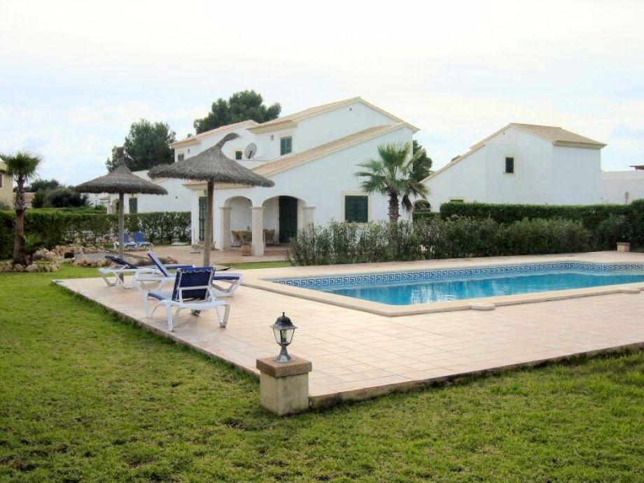 Schöner Poolbereich für nur 3 Häuser