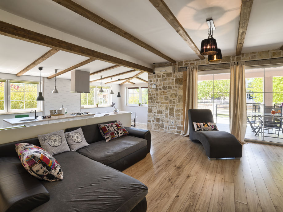 villa nikolina 2km strand istrien medulin pula firma we booking j d o o mr amadi lorencin. Black Bedroom Furniture Sets. Home Design Ideas