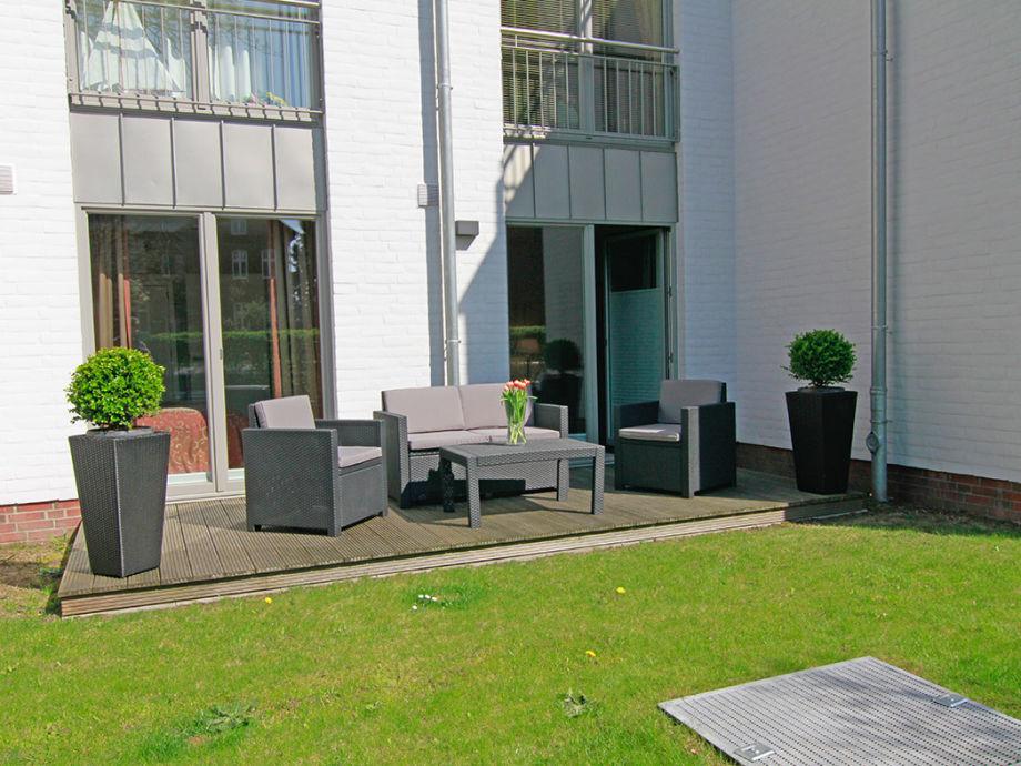 Die Terrasse mit Gartenanteil