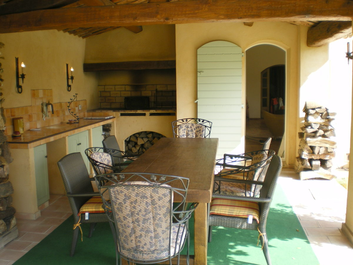 Sommerküche Brigitte : Landhaus villa oliviens bagnols en forêt frau brigitte kramer satzer